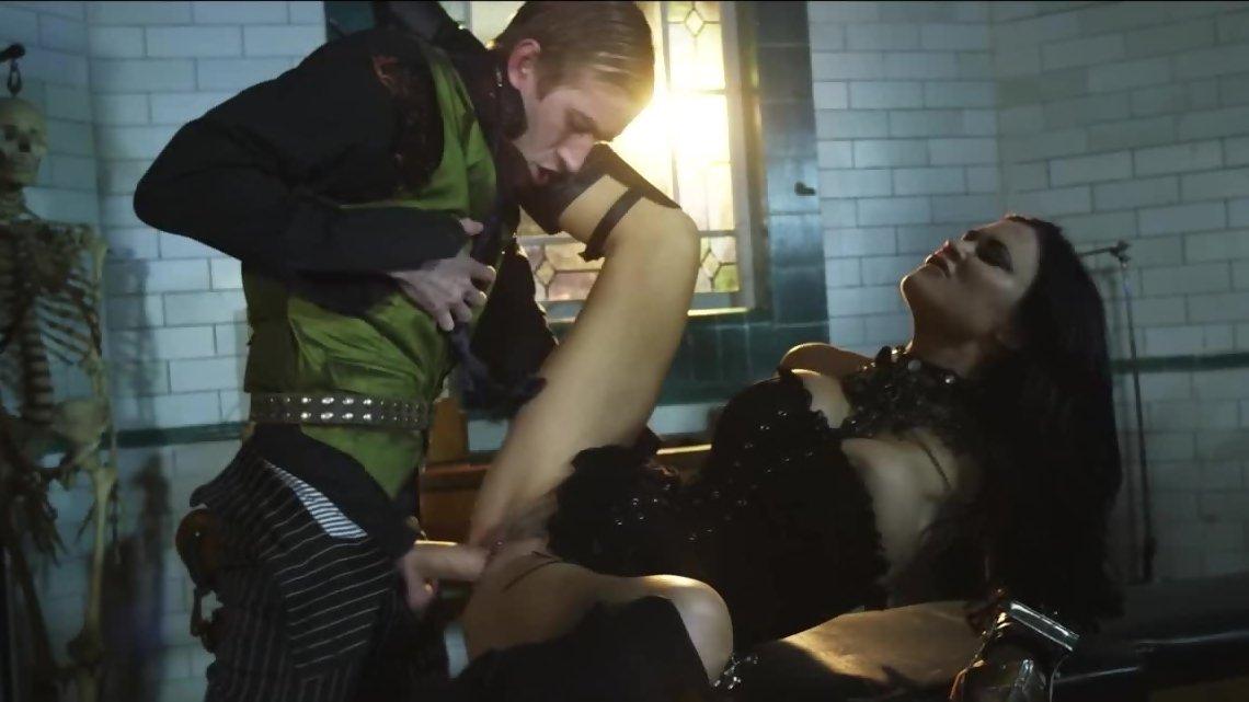Cock hungry Jasmine Jae needs some fucking