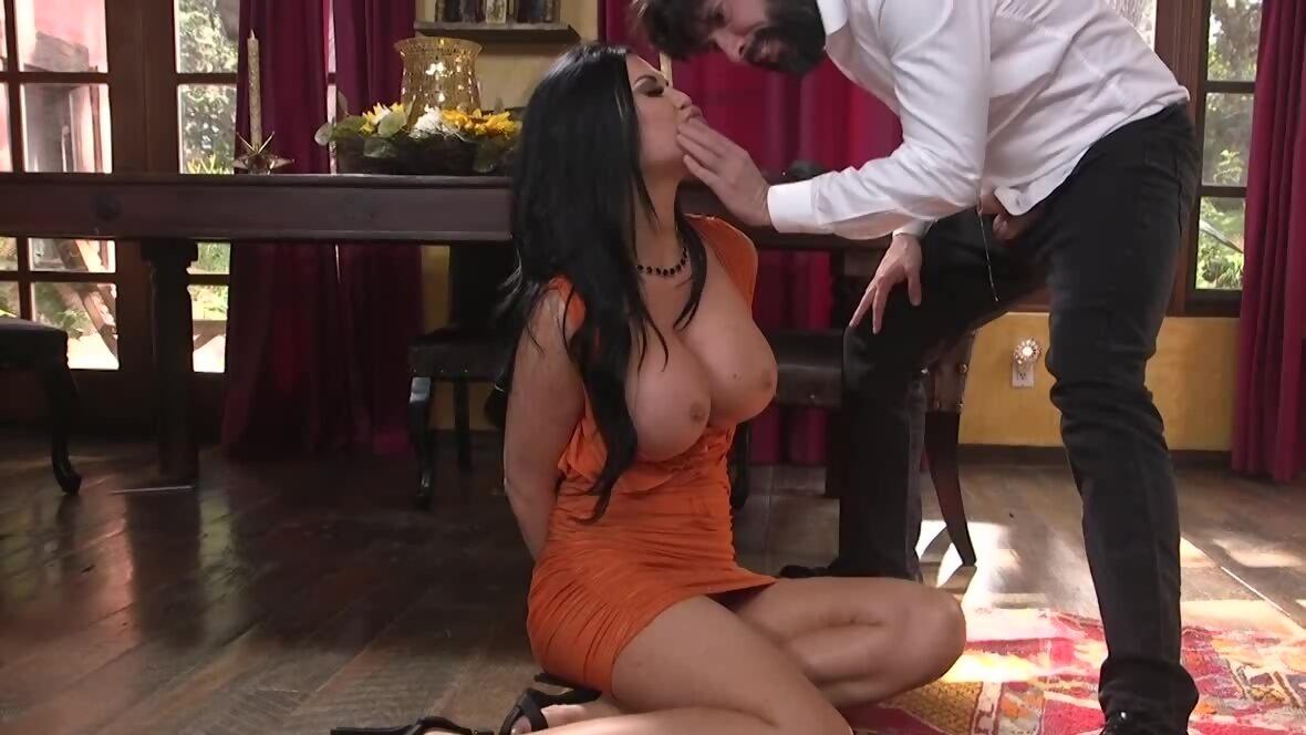 MILF exploits every single hole to give sexual pleasure t...